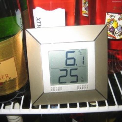 Ständig Wein und Sekt zum sofortigen Verzehr.